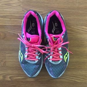 Saucony Triumph 10 power grid running shoes